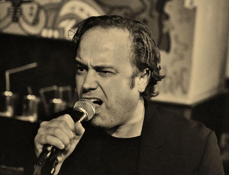Rotterdamse guerilla-dichter Von Solo. Foto: Theo Huijgens